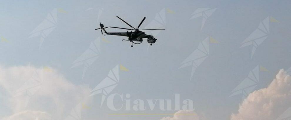 Incendio a Roccella Jonica, interviene l'elicottero della Protezione civile