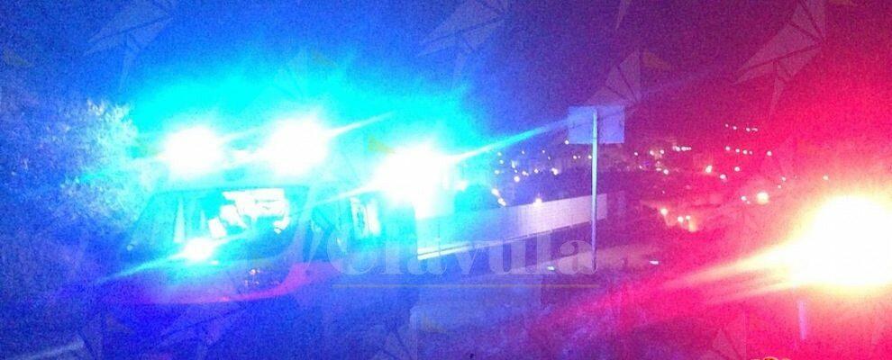 Tragedia in Calabria, perde il controllo dell'auto e finisce in un dirupo