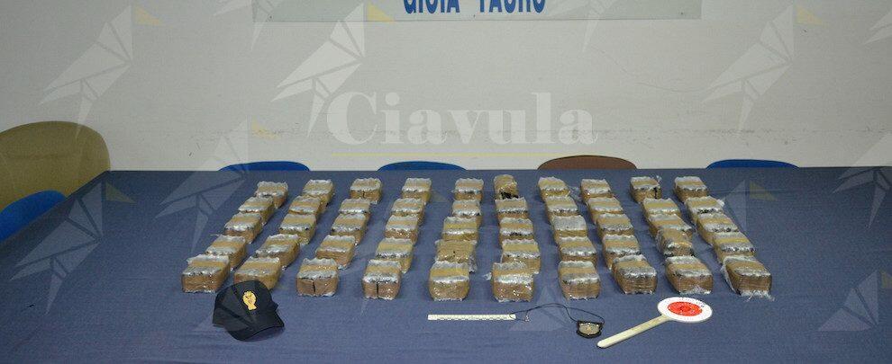 Fermati sulla A2 con 50kg di hashish, due arresti