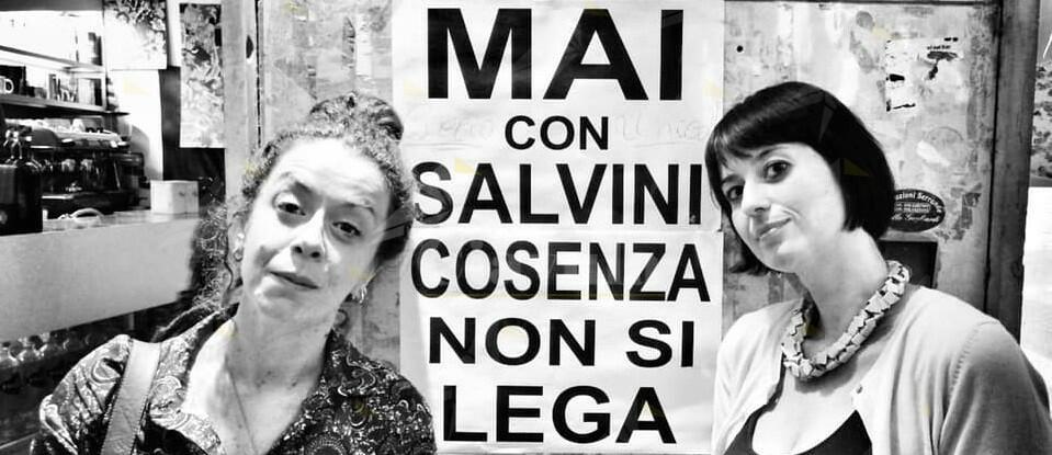 Le donne cosentine insegnano la dignità alla Calabria e cacciano i leghisti – video