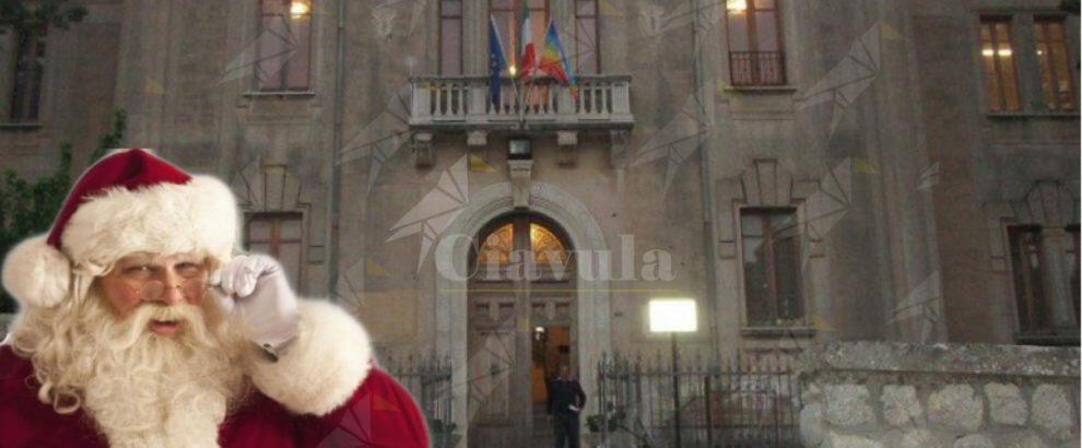 Di fronte alle tasse spropositate del comune di Caulonia si arrende anche Babbo Natale