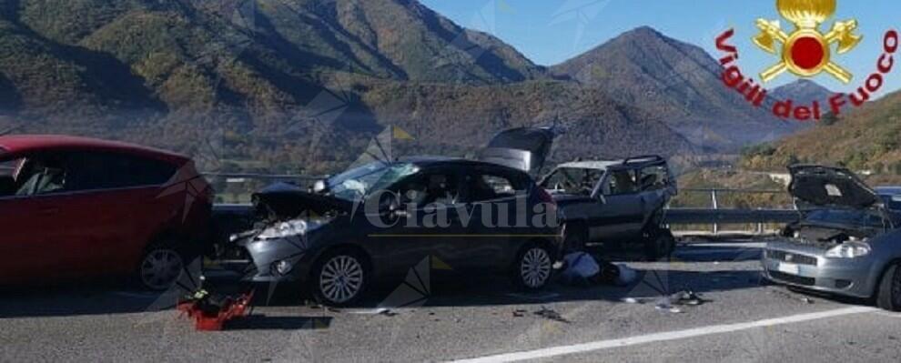 Soccorrono automobilista in panne sulla statale ma muoiono investiti e scagliati giù dal viadotto