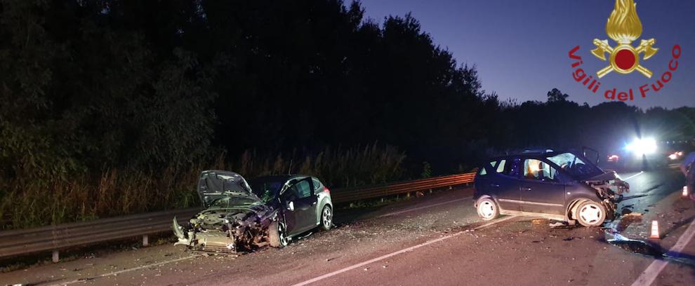 Tremendo incidente sulla S.S. 106 tra due auto
