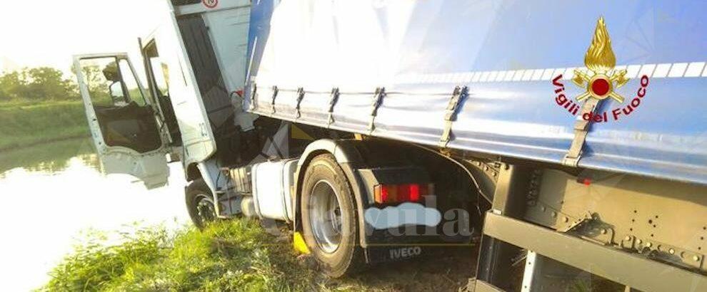Incidente mortale tra un camion ed un furgoncino sulla statale