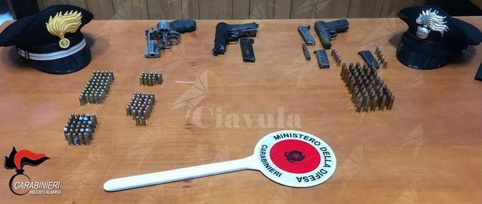 Nascondeva in garage 3 pistole e oltre 100 munizioni