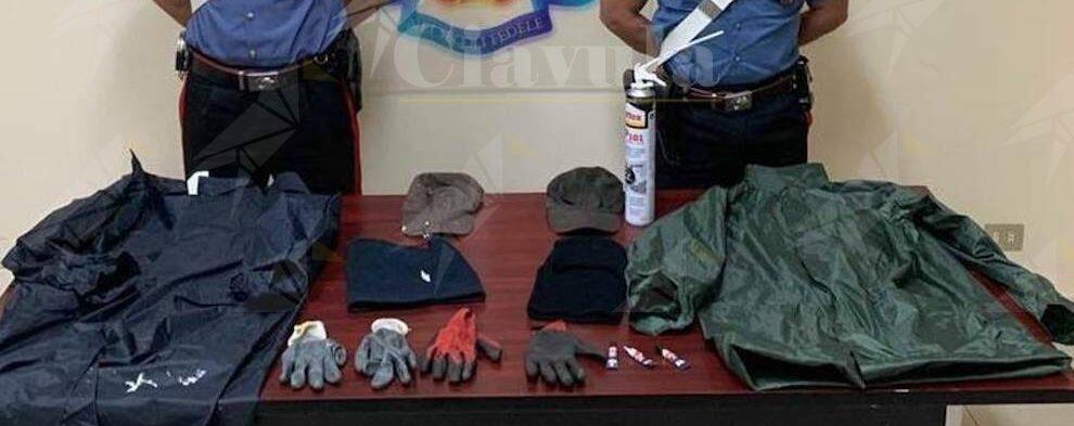 Piastrellista e imbianchino di Roccella Jonica accusati del reato di danneggiamento a due esercizi commerciali