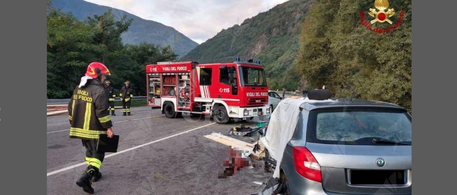 Camion perde carico di legname e uccide un 15enne. Gravemente ferita la madre