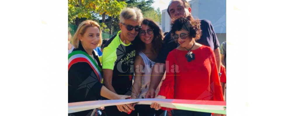 Inaugurata l'altalena per disabili al parco giochi di Caulonia marina