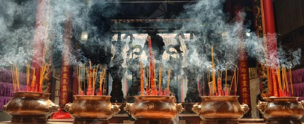 Insegnante di religione calabrese derubava persone deboli e anziane, con riti esoterici