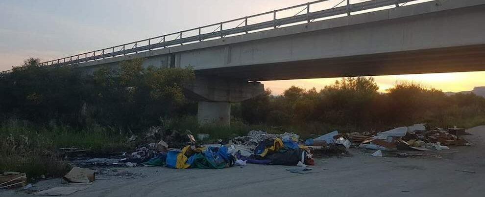 L'Osservatorio Cittadino segnala la presenza di numerosi rifiuti pericolosi nei torrenti di Siderno
