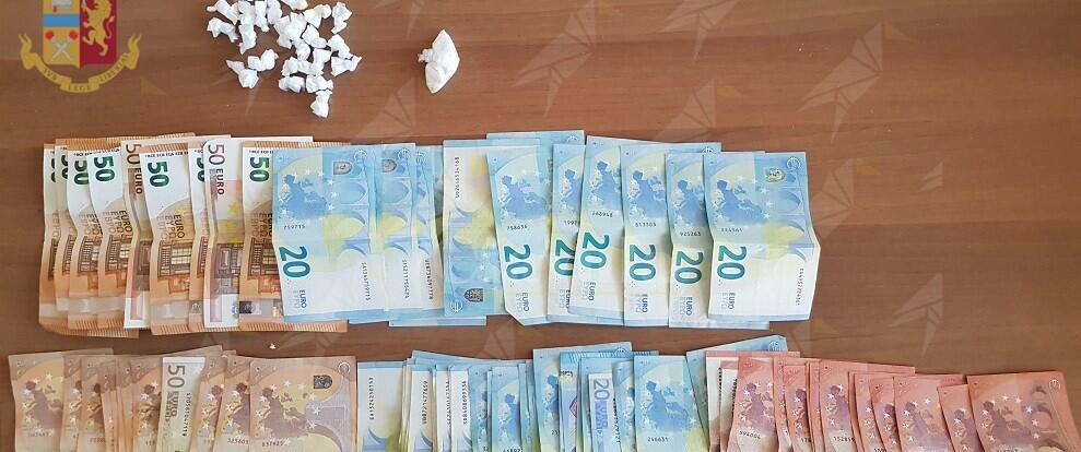 Contrasto allo spaccio di stupefacenti: 15 pusher arrestati, sequestrati oltre 10 kg di droga e 5.000 euro