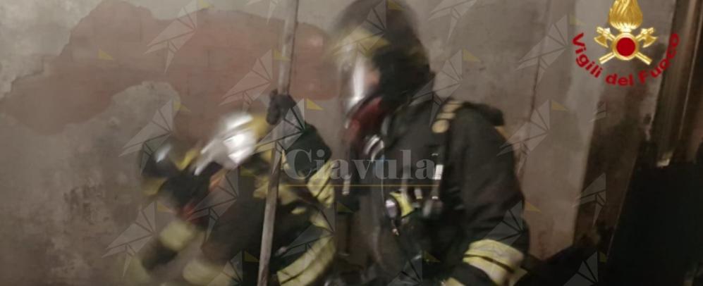 Scoppia incendio in appartamento, intervengono i vigili del fuoco