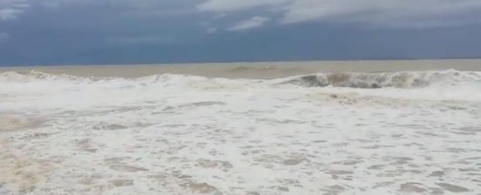 Il mare si ingrossa e fa paura a Caulonia