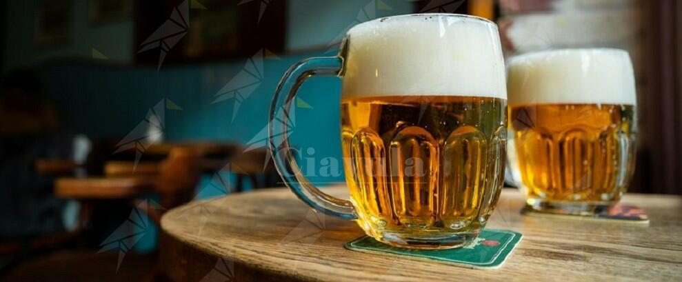 Si ubriacano in un bar e aggrediscono brutalmente un cittadino rumeno, denunciati