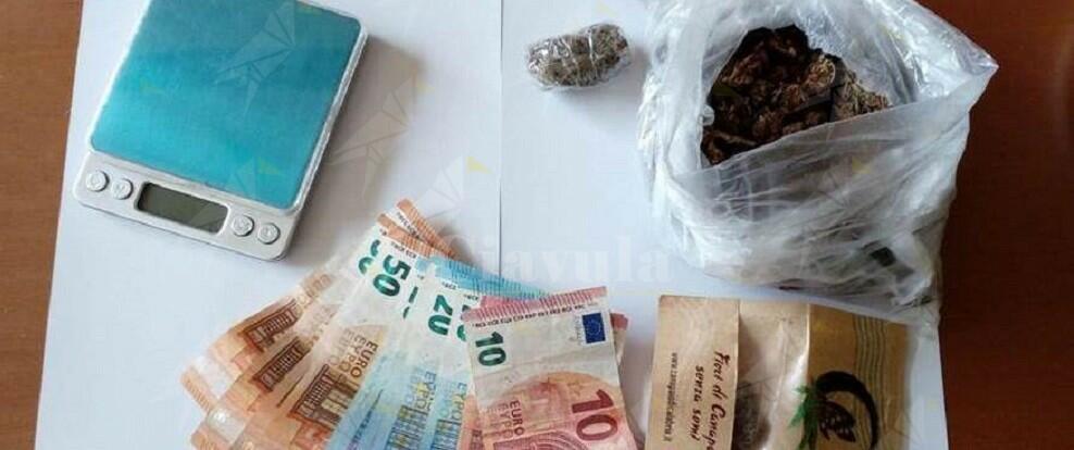 Nascondeva nell'armadio 100 grammi di marijuana, arrestato un uomo a Reggio Calabria