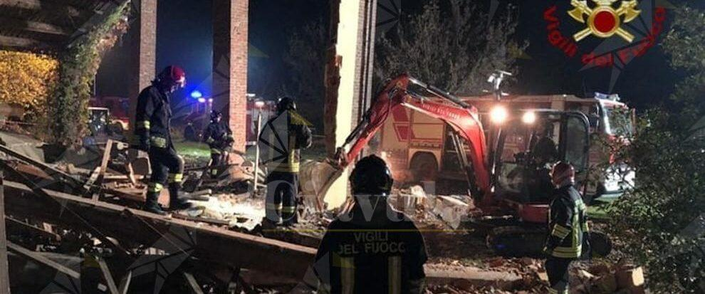 Esplode una palazzina nella notte: morti 3 vigili del fuoco. Il cordoglio della Protezione Civile