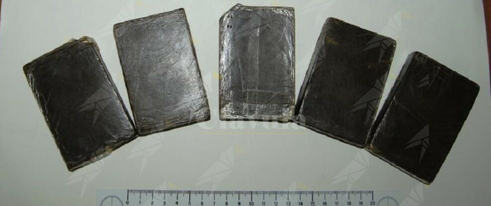 Trasportavano 5 panetti di hashish occultati nello zaino. 2 persone arrestate