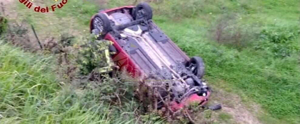 Terribile incidente stradale, l'auto fa un volo di 7 metri