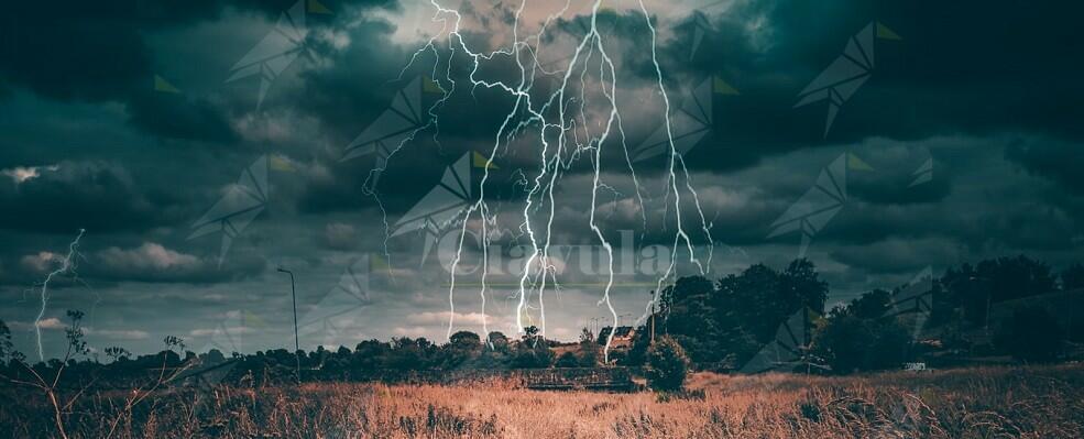 Maltempo Caulonia: fulmine colpisce capannone incendiandolo
