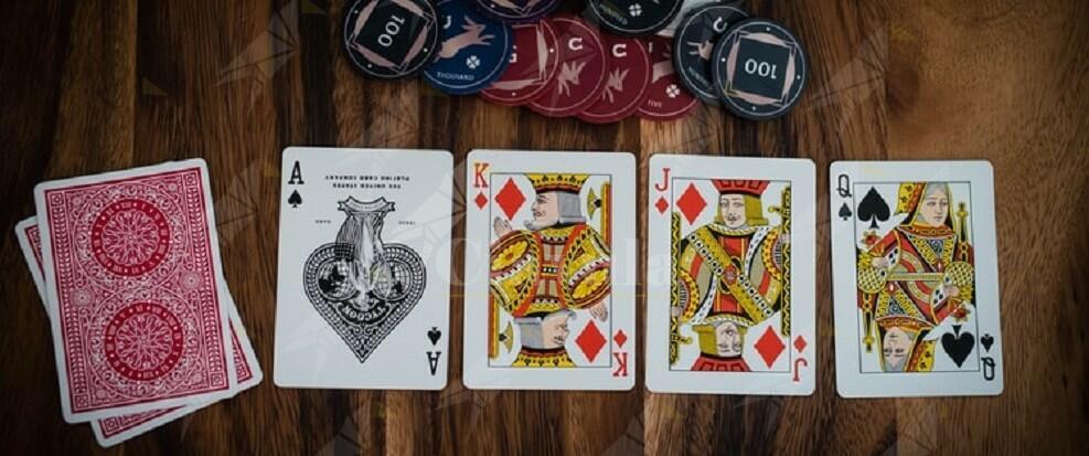 Truccavano le partite di poker mediante congegni elettronici, 3 persone in manette