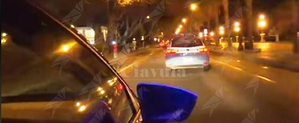 Venticinquenne sperona una volante e travolge un poliziotto. Arrestato dopo un inseguimento spericolato