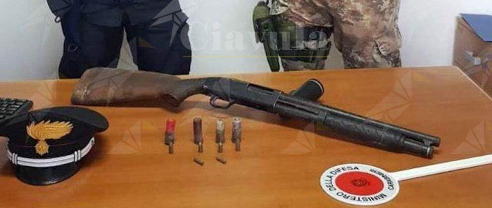 Controlli a tappeto a Reggio Calabria, trovato un fucile nascosto in un campo di ginestre