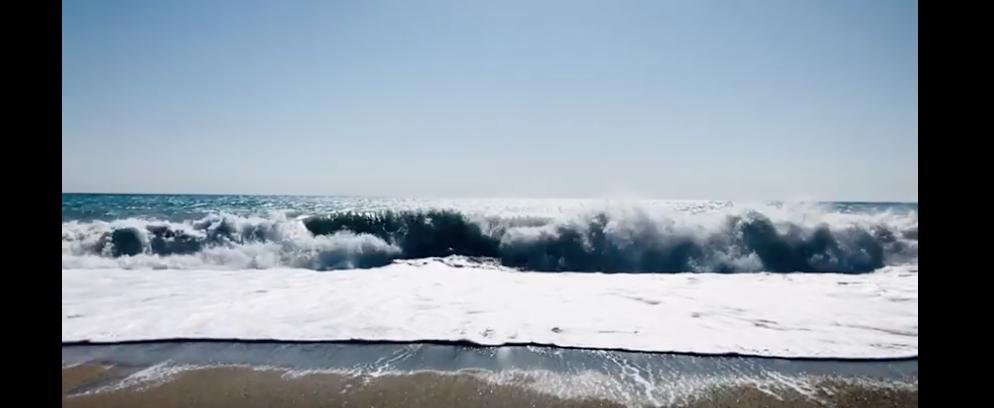 Onde del mare di Caulonia in slow-motion