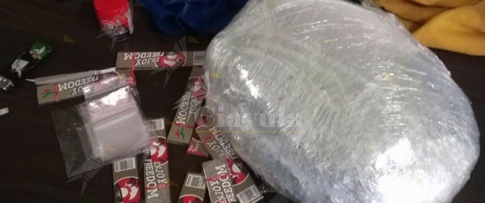 Occultava 1 kg di marijuana nello zaino, arrestato