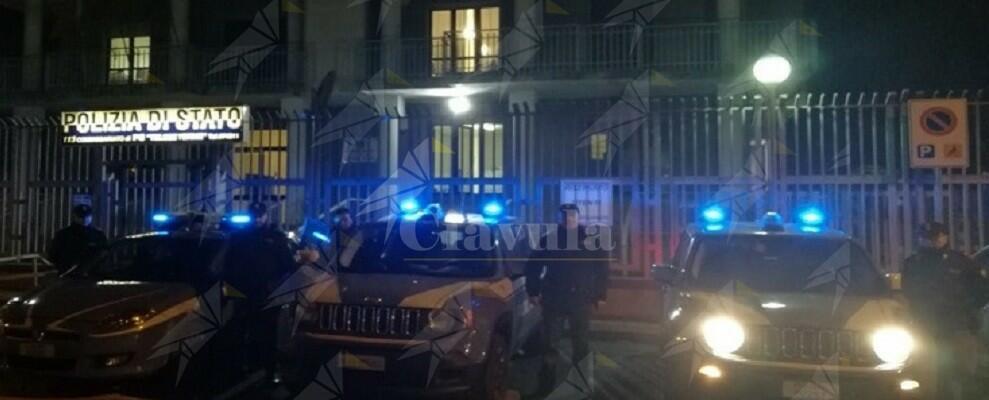 Picchia con estrema violenza la mamma e la nonna, arrestato dalla polizia