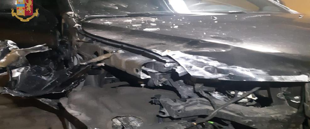 Cittadino svizzero ubriaco demolisce la propria auto ed alcuni garage
