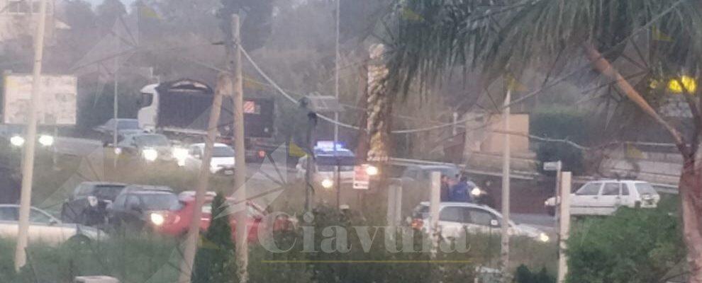 Camion perde sansa a Vasì di Caulonia. S.S. 106 bloccata