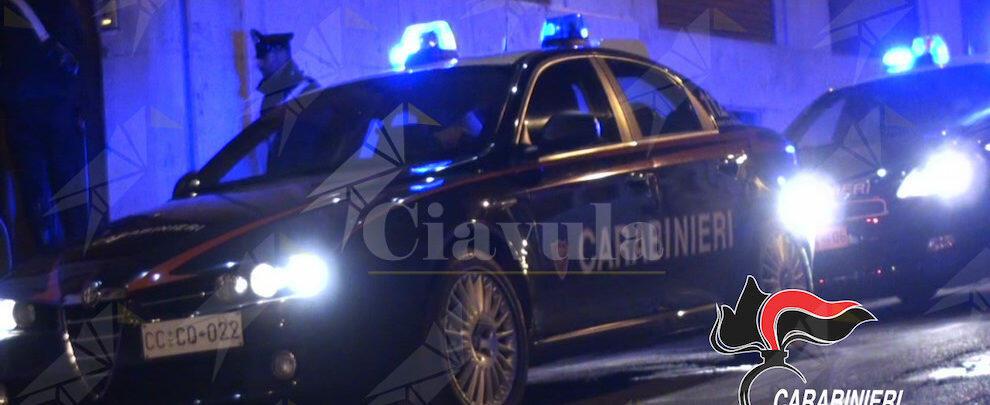 Lancia pietre e arance a casa della ex compagna e appicca un incendio: un arresto a Reggio Calabria