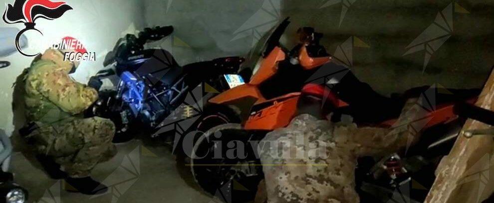 Moto rubate e nascoste in un casolare: i carabinieri tendono una trappola ai ladri e li arrestano