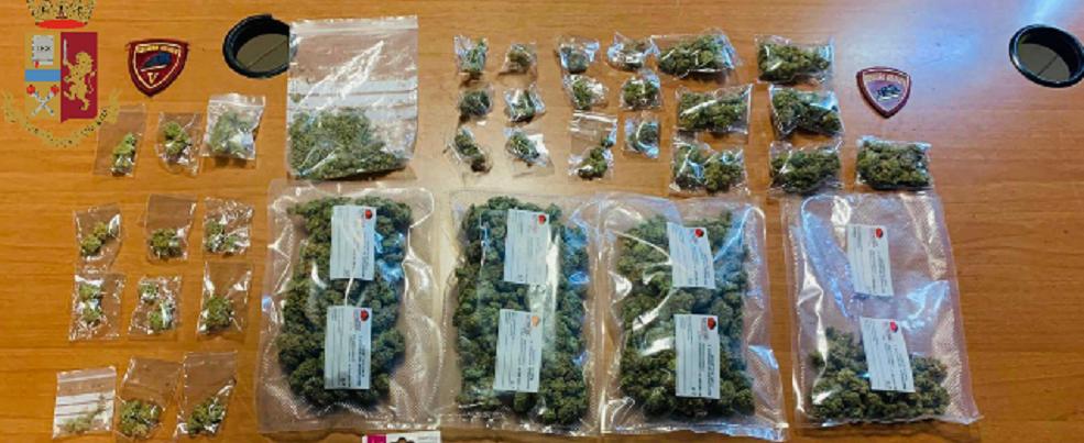La polizia trova 3 fratelli in possesso di marijuana. Un arresto e due denunce