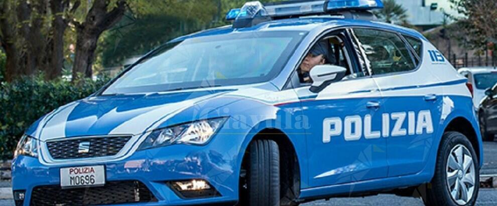 La polizia scopre un arsenale. Sequestrati kalashnikov, pistole e munizioni