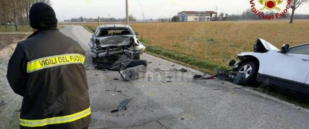 Incidente tra due auto, quella alimentata a gas perde bombola