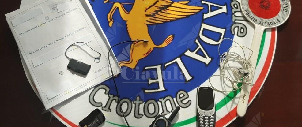 Esami delle patenti: blitz della polizia stradale alla motorizzazione di Crotone. Denunciate 3 persone