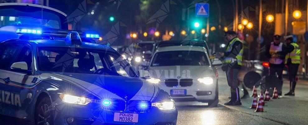 Fugge all'Alt  della polizia: dopo un inseguimento si schianta contro una trattoria, denunciato minorenne
