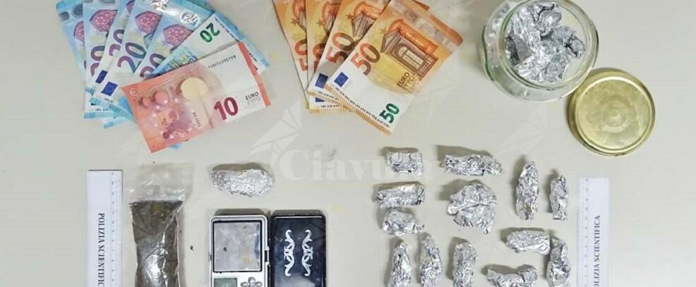 Trovato in possesso di marijuana, arrestato per detenzione ai fini di spaccio