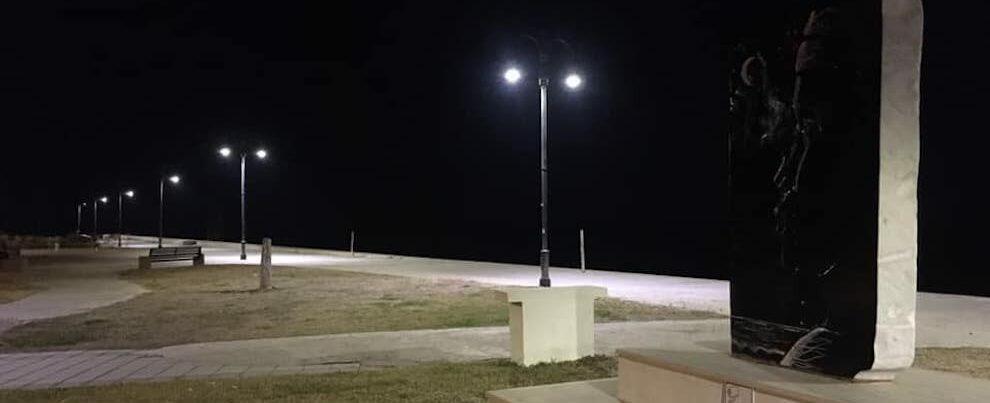 Più luce e consumi ridotti: sul lungomare di Caulonia installati i nuovi fari al led