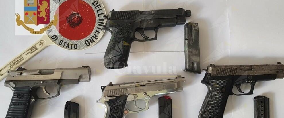 Arrestato per ricettazione e detenzione abusiva di armi, denunciata la moglie