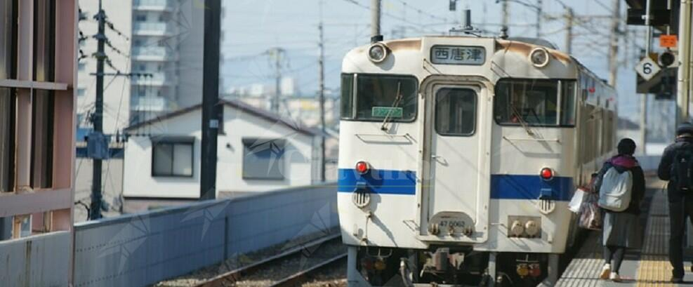 Ascolta la musica con le cuffie e non si accorge del treno in arrivo, 16enne muore investito