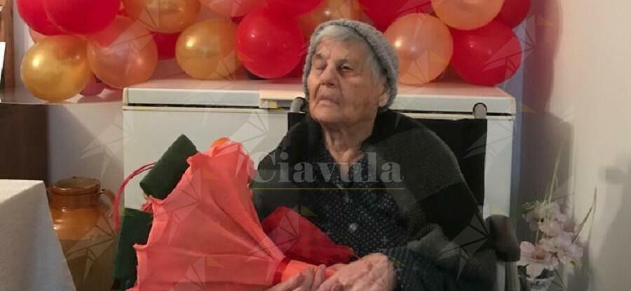 Sant'Ilario dello Jonio festeggia la nonnina centenaria