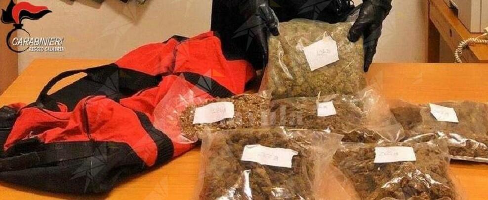 Calabria: nascondeva 2 kg di droga in un borsone dentro casa, arrestato