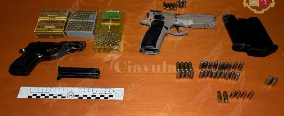 Sorpresa in casa con diverse pistole, arrestata una donna