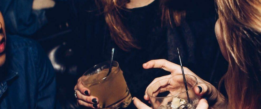 Party con alcool per gli studenti Erasmus, finisce nei guai la titolare di un bar