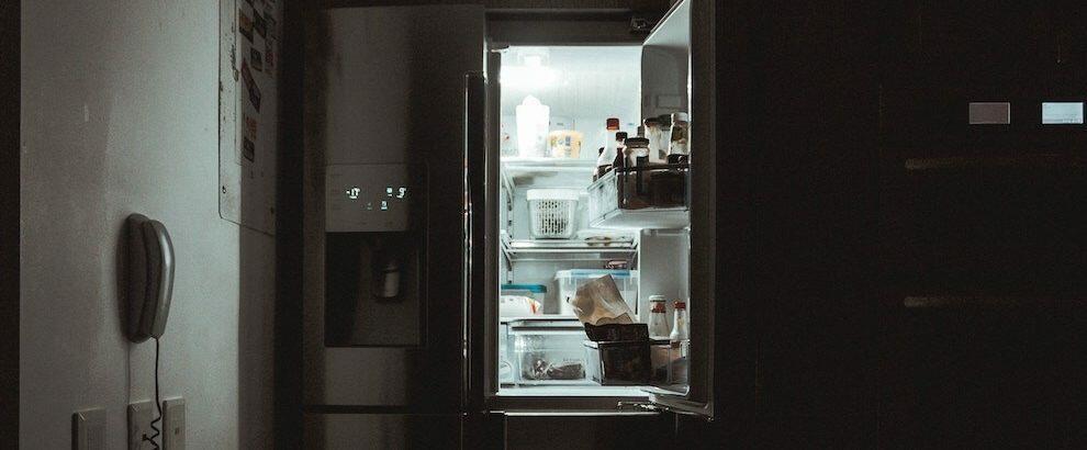 Cocaina nascosta dietro il frigorifero. Donna arrestata ma subito messa in libertà