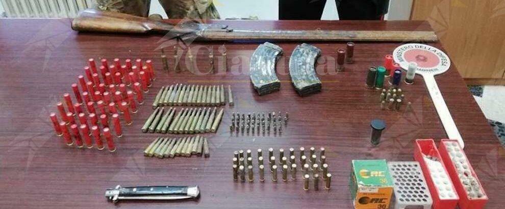 San Giorgio Morgeto: trovato in casa con un fucile e diverse munizioni da guerra, in manette un pregiudicato