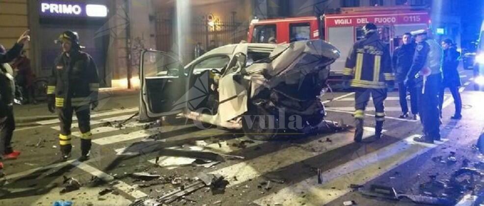 Violento tamponamento tra due auto, un morto