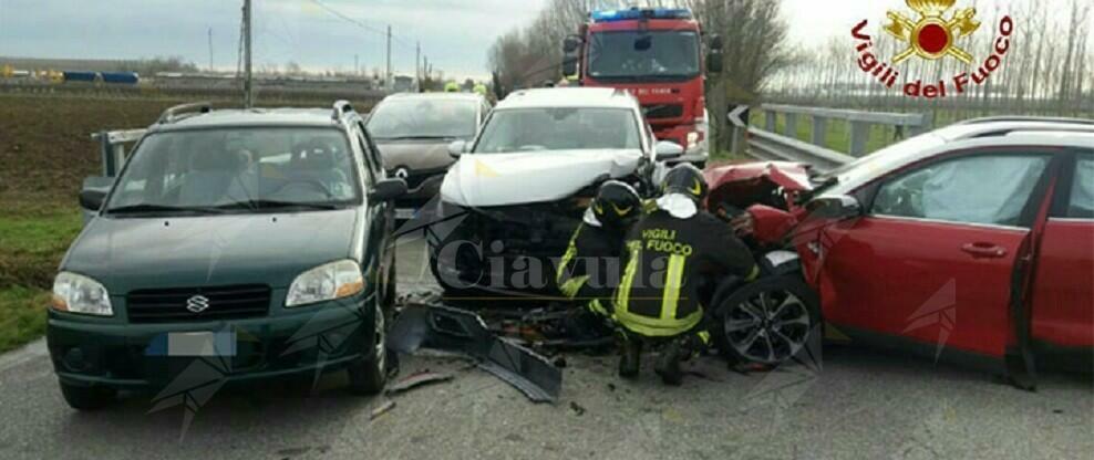 Incidente stradale: 4 auto coinvolte, ferito un ragazzo